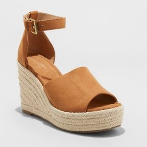 NWT Women's Emery Espadrille Microsuede Wedges